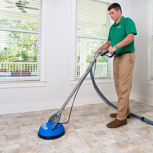 tile cleaner tech working in macomb